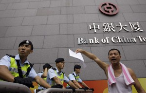 Protestation devant Bank of China