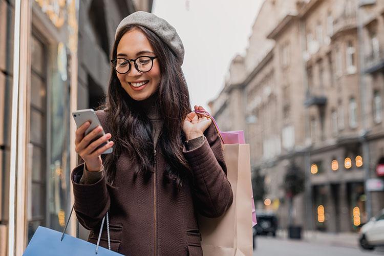 Des milliers de touristes chinois font du shopping