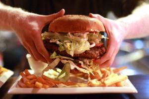 Un-burger-de-2-kilos-a-Yasmine-steakhouse-Chinecroissance