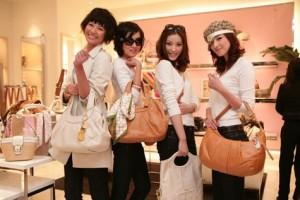 Les chinois preferent acheter les produits de luxe hors de Chine-Chinecroissance
