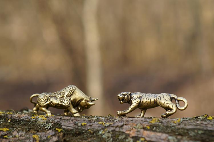 2 bronzes de l'astrologie chinoise rendus à la Chine par la famille Pinault